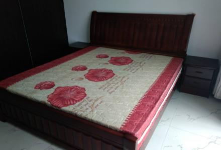 红太阳家具城9成新的床