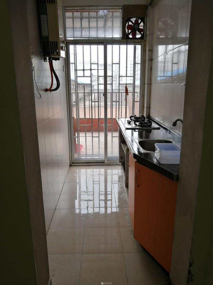 瓦窑批发城北斗商区 1室两厅1厨1卫双阳台出租