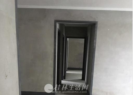 SPY【彰泰新城】楼王景观电梯高层3房2厅2卫毛坯132平  售70万(接受贷款)