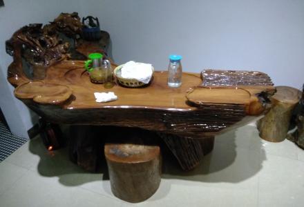 金丝楠木雕花茶台一套