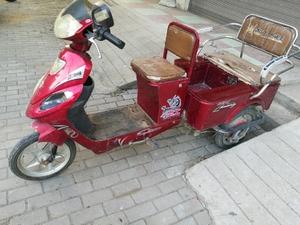 杰工电动三轮车与轻骑摩托车白菜价出售