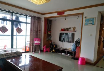凤集小学  新豪庭电梯精装4房2厅2卫156平米90万