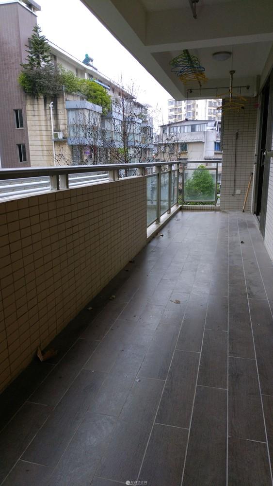 龙隐学区房4房2厅2卫精美装修