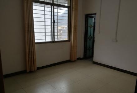 3房1厅可居住办公,交通方便,环境安全舒适
