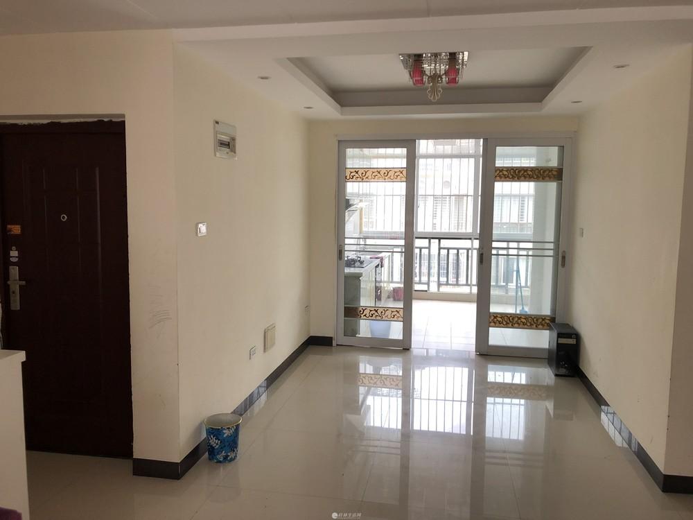 瓦窑彰泰城旁德天广场大2室2厅干净整洁1300/月随时看房