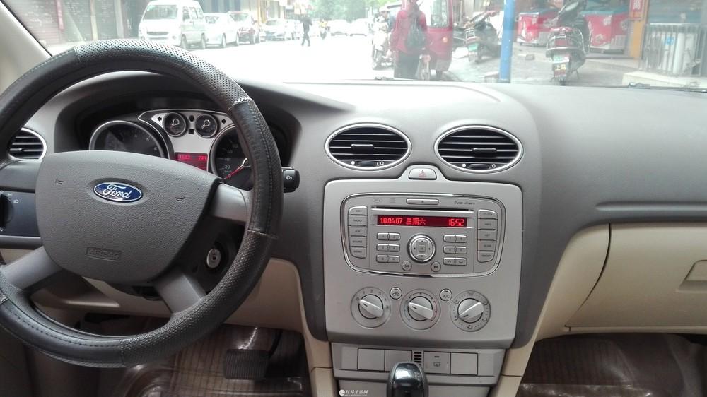 福特 福克斯三厢 2009款 三厢 1.8L 自动时尚型