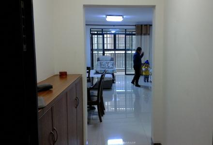 安置小区新装修两房一厅出租