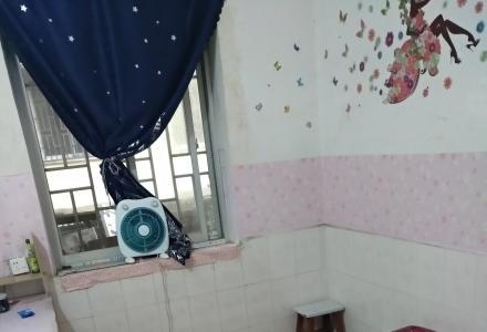 西凤路医学院宿舍3室1厅
