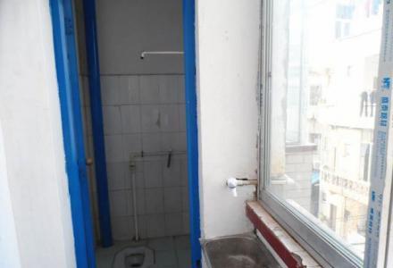 六合路花园村单间配套240元一月,一房一厅390元一月