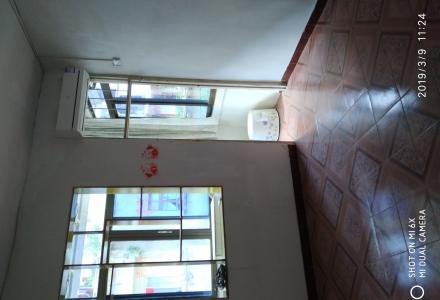 交通技校门口,步梯三楼,家具家电齐全。