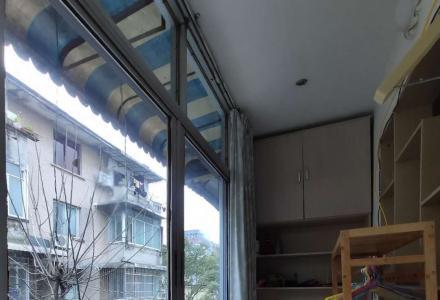 龙隐小学学区房,53平方两房(朝南大阳台),配部分家俱家电,拎包入住,可长期出租,