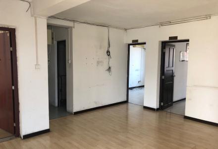 中华学区房 有地下停车库 3-2-2 可以做公司办公可以做住房