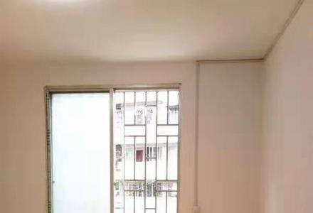 XW使用95只要48万三房二厅精装双学区房 此房是逸夫和十七中学双学区房,位于南站旁