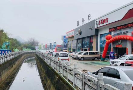 路口村汽车城内4S店低价转让
