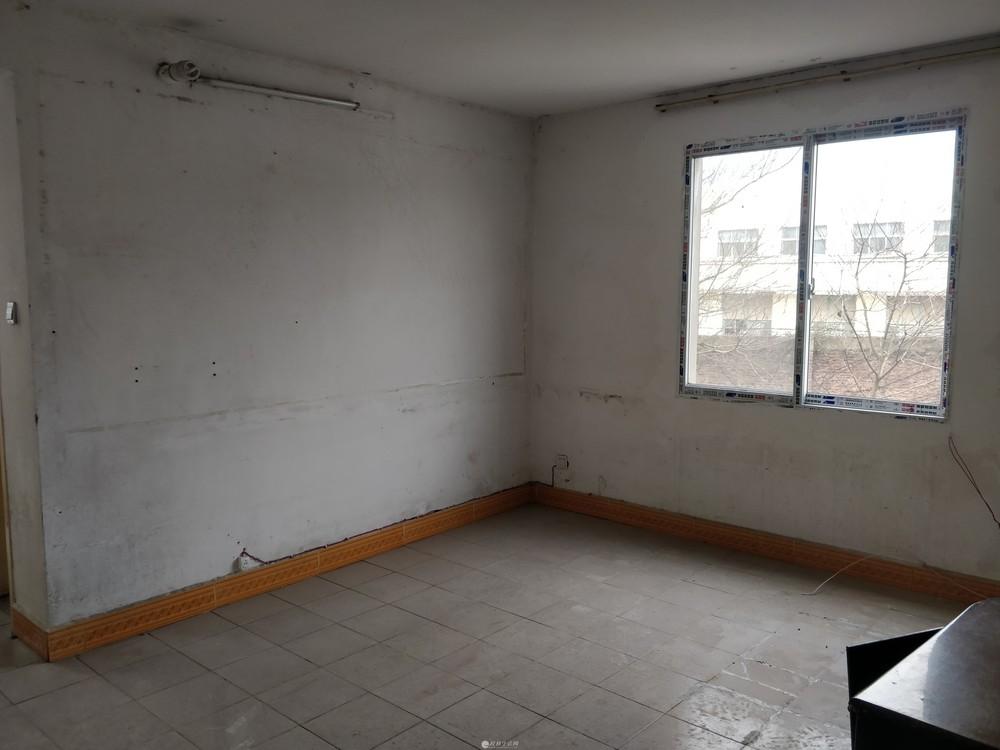 环城西一路两房一厅出租,干净卫生,交通方便