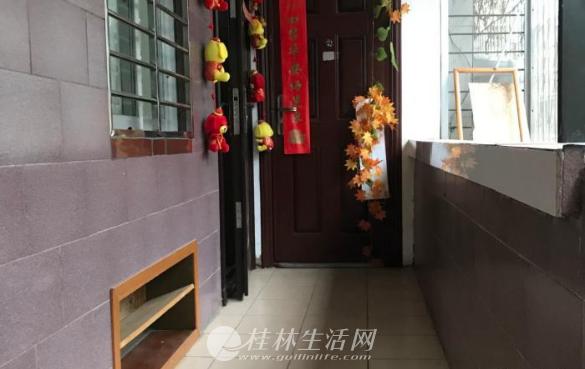 榕湖学区学棠梓巷二房一厅四楼63平方80万,精装修
