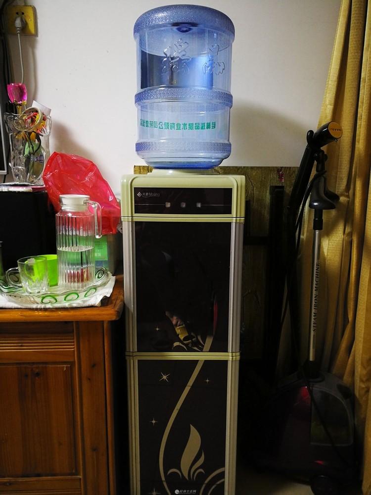 转让一个九成新的美菱冷热饮水机