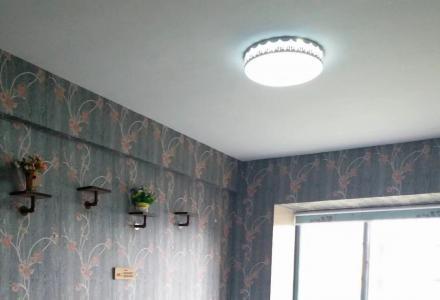 150平方超大三房,彩光好;精装修,家电齐,拎包入住,商住二用