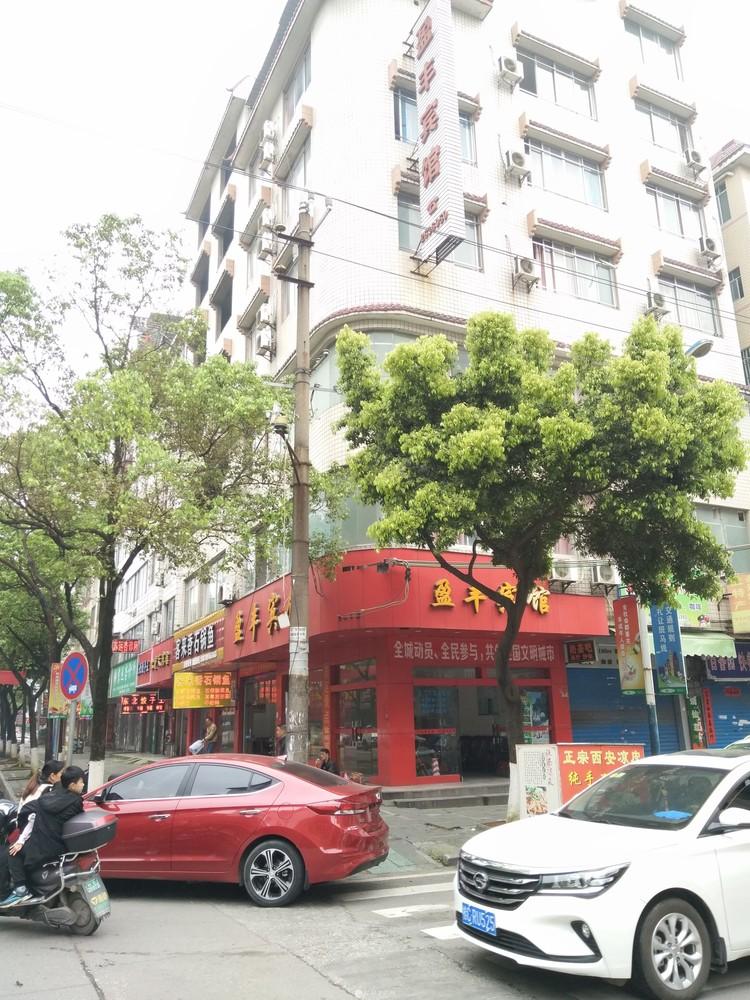 叠彩桂林火车始发站(桂林北站)附近盈丰路与泰和路交叉口