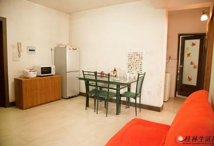 七彩花园南区 3室2厅2卫 105平米 可拎包入住