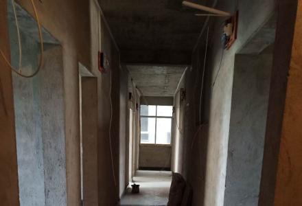 三层楼加地下室求租。