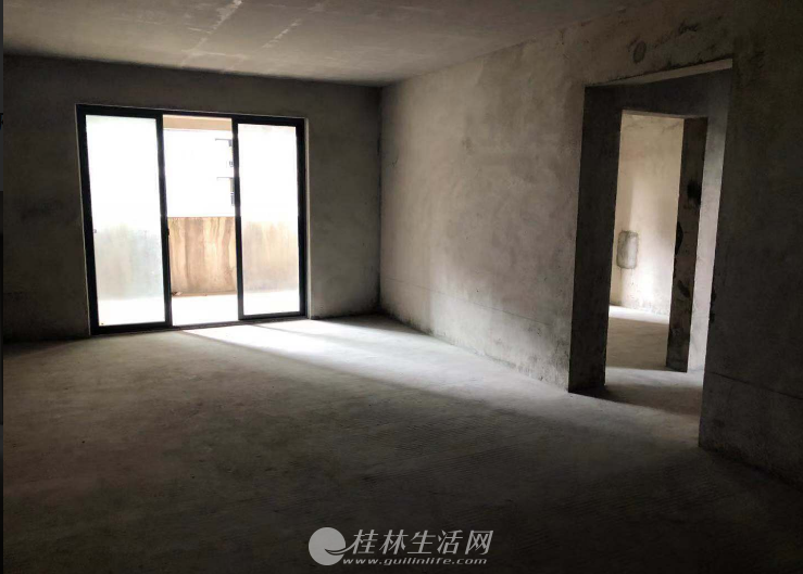 SPY机场路旁【雍王府】电梯5楼清水123㎡ 底价出售58万(无贷款,有证满2)