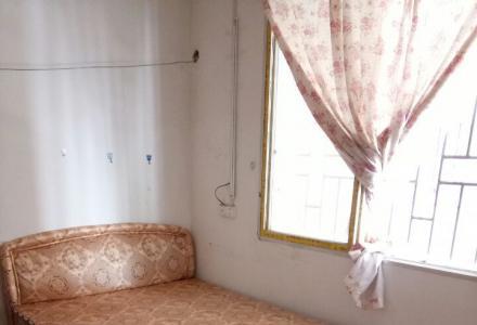 彭家岭单间配套出租4楼(配厨卫独立阳台)380元/月。