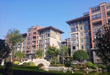 L榕湖分校旁 彰泰清华园一期 小三房  仅售98万 仅此一套卖了就没有了
