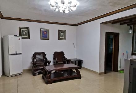 羊角山小区,两房两厅精装,家具家电齐全。