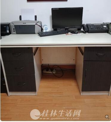 便宜处理两张电脑桌,物有所值