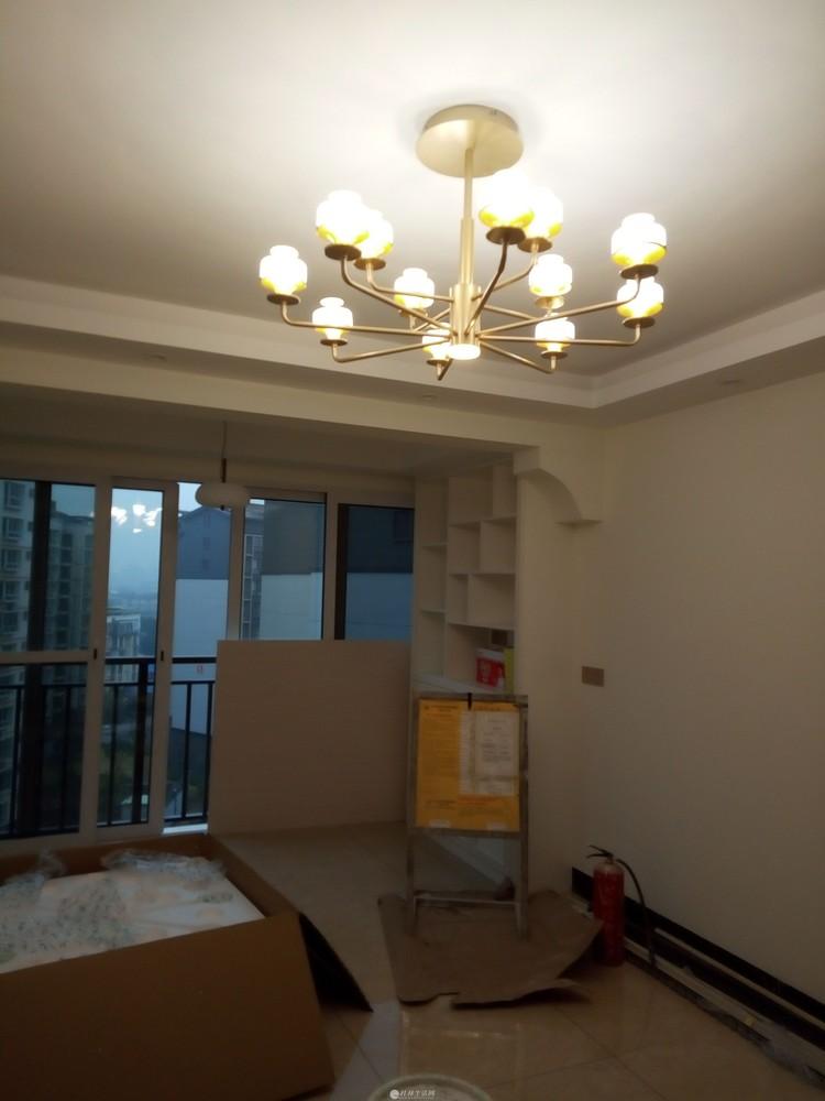 电工专业安装灯具、洁具、晾衣架、挂件、装饰画、窗帘等