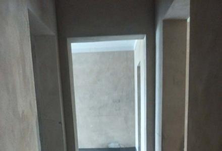 房子清水房,户型方正,任君喜好任意装修。