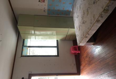 三里店孪西一区三房一厅出租房间是木地板,客厅磁砖,家电齐全电话18078365818