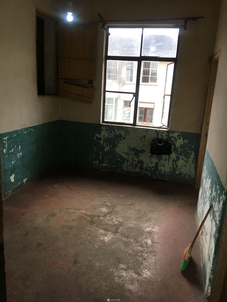急售!铁西17中附近6楼2房1厅1986年建清水房55平20万天面就可以直接从家里上去
