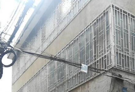 八里街 一整栋  占地近100平 三面采光  三面挑 大街第二排123万