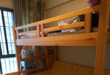 全实木松木高低床,非常结实,5开门衣柜