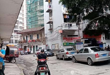 凤集小学对面沃尔玛后边抗战路邮电小区三房三楼中装57万