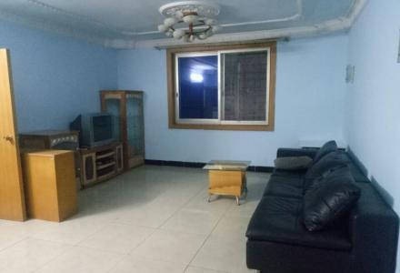 普陀路中等装修,房间大,家具齐全,3台空调,1台冰箱。看房方便
