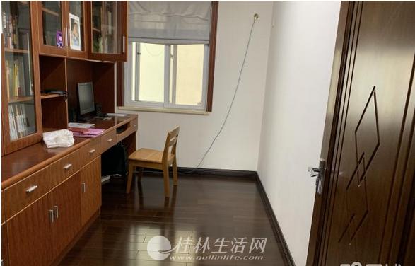 天香佳园竣为公寓4房2厅2卫140万精装修