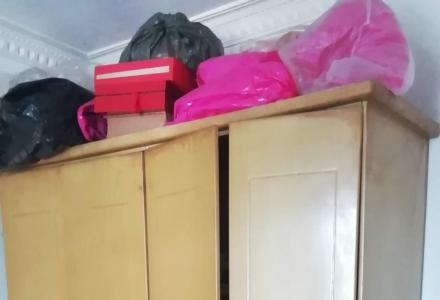 低价转让自用1个衣柜,一个席梦思床带床垫1.5宽