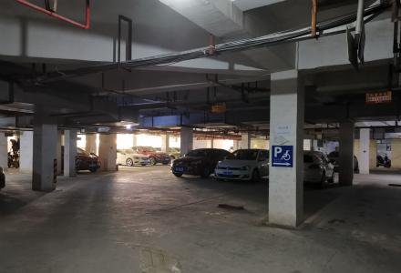 东晖国际公馆 大车位 好停车  车位急售