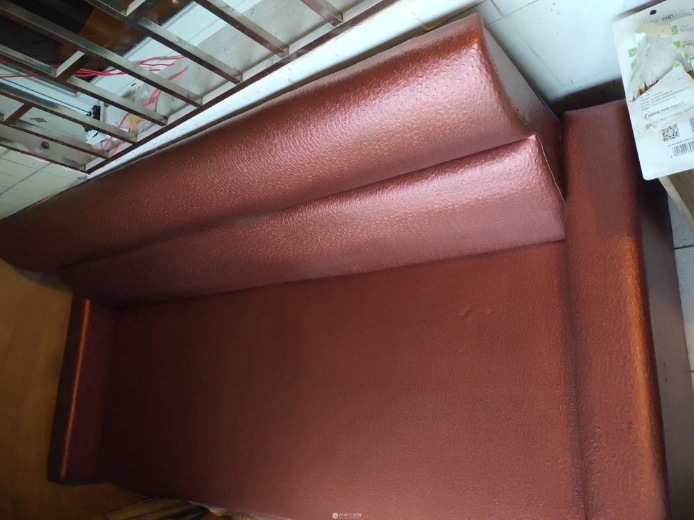 长2.15m,宽90cm   高86cm的舒适沙发便宜卖了。