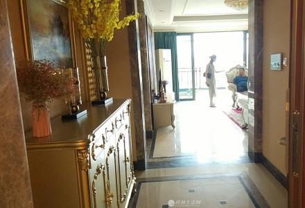 豪华装修!恒大广场豪华装修大平层189平米三房两厅两卫118万