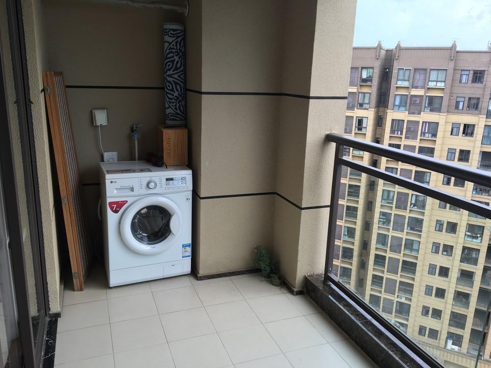 万达华府公寓 豪华装修 家电家具齐全