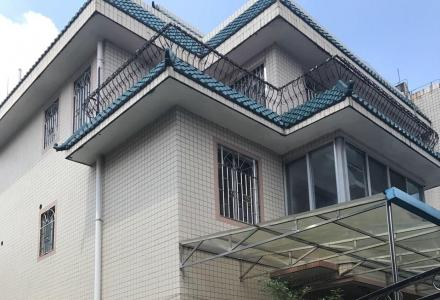 东城别墅 300万 8室3厅5卫 普通装修 带院子露台