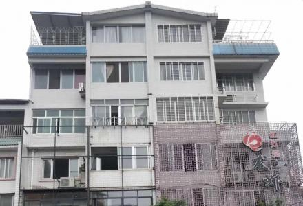SPY【体育馆附近】当街独栋6层+底铺2间 仅售450万