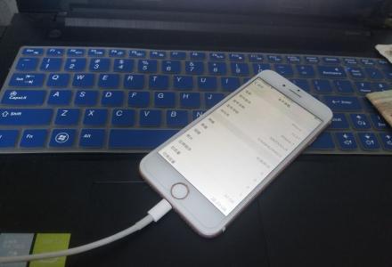 无锁苹果7,指纹灵敏功能都正常。移动联通双4G