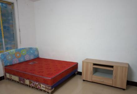 彭家岭一房一厅出租(厨卫阳台配套),位于3楼,480元/月。