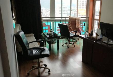 出售成套电脑,电脑桌及椅