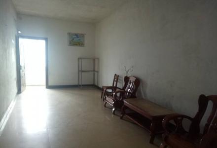 桂林胜利路西二里(铁路菜市附近)4楼单间配套 40平方米 少量家具 月租330元